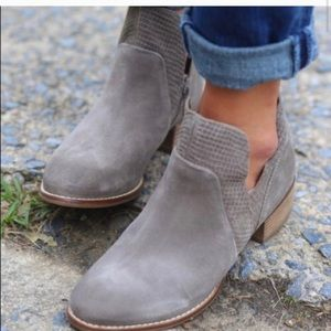 Seychelles Score Suede V Ankle Bootie